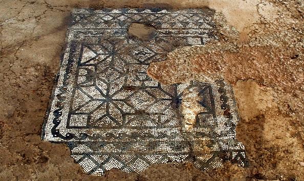 Bedriacum - Mosaico Kantharos